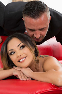 Awesome Kaylani Lei Takes A Cumload