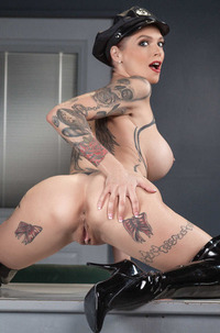 Anna Bell Peaks And Honey Gold Sucking One Cock