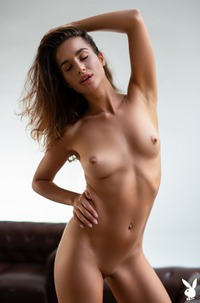 Nicole Winter Relaxing At Home Fully Naked