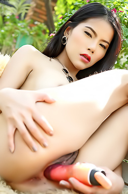 Japanese Model Veevie Plays With Pussy