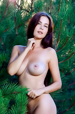 Martina Mink Feel The Sun And Breeze On Her Naked Skin