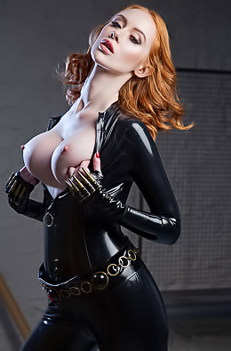 Lenina Crowne In Black Widow
