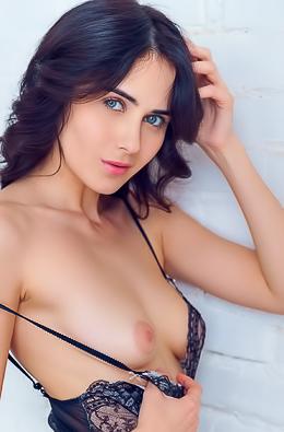 Jane Bautista  nackt