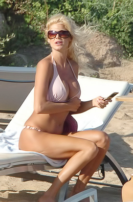 Victoria Silvstedt blonde stunner at the beach