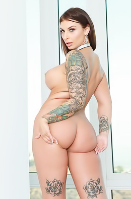 Ivy Lebelle With Great Curves
