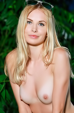 Maria Rubio - Blonde party girl got naked in her yard at night