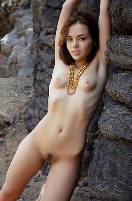 Keira Blue With Natural Unshaven Bush