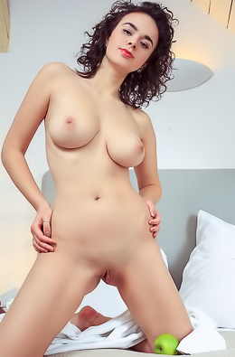 Arcadia With Curvy Ass And Shaved Pussy